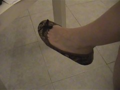 Dangling in ballerine 11 (Balletflat's lover) Tags: ballet feet shoes toe flats cleavage dangling slippers piedi scarpe ballerine heelpop heelpopping fessurette