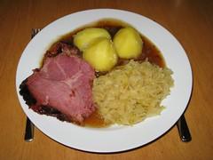 Kassler zu Sauerkraut und Kartoffeln
