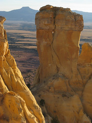 Chimney Rock & Pedernal: Ghost Ranch, New Mexico (NM) (Floyd Muad'Dib) Tags: ranch new chimney usa mountain mountains newmexico southwest rock america geotagged mexico us unitedstates united ghost hill north spire cerro northamerica states nm northern flint americanwest pinnacle ghostranch chimneyrock pedernal westernusa northernnewmexico ghostranchnm ghostranchnewmexico