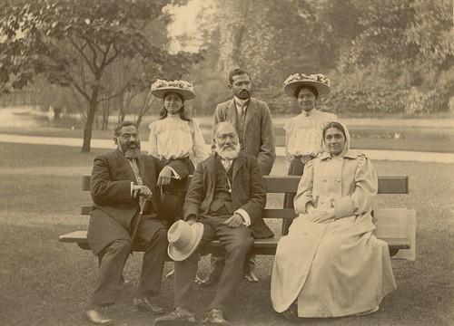 Tyabji Family - 1902 - Hyde Park