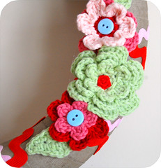 Linen Christmas Wreath- Flowers Right (GoingSewCrazy) Tags: christmas pink flowers red green leaves diy quilt handmade linen buttons crochet craft wreath ric crafty binding rac oldfashioned
