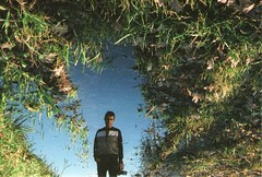 Reflejado (RL Stars) Tags: boy portrait film water grass puddle analgica agua photographer retrato creative reflejo chico photoart fotgrafo porrio refection hierba charco creativas 9702 kniger rlstars