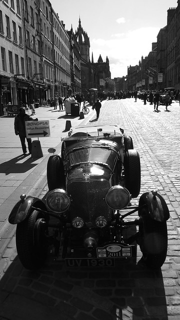 classic Bentley on the Royal Mile 01