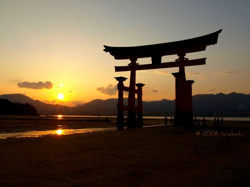 sunset at Itsukushima jinja