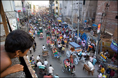 watching the traffic - Dhaka Bangladesh (Maciej Dakowicz) Tags: street city travel people tourism asia child traffic capital transportation dhaka rickshaw bangladesh congestion