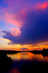 Sunset over the Caloosahatchee (Peace Correspondent) Tags: sunset usa reflection alva beautiful d50 river landscape florida caloosahatchee southwestflorida fv20 cotcmostinteresting swfl 5photosaday views900 golddragon mywinners coolestphotographer top20seascape coolestphotographers peacecorrespondent