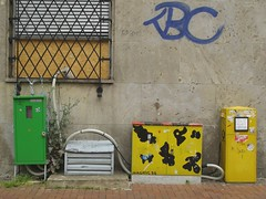 City Things 2008 (erix!) Tags: city wall boxes graffito grille ef whitebox greenbox yellowbox
