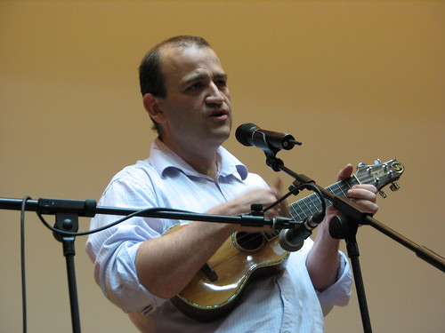 Lloyd Davis playing and singing, photo by Roo Reynolds