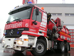 Betriebsfeuerwehr Voest Alpine Linz (kollmannflorian) Tags: new york nyc red rescue fire cross explosion engine police nypd kreuz ladder emergency brand ems fdny feuerwehr polizei department ff kdo rw nyfd traun fw csa fd unfall tmb srf tlf drehleiter rotes stoffe dlk einsatz freiwillige tlk hlf einsatzfahrt lfb verkehrsunfall gefhrliche tanklschfahrzeug lhf chemieunfall atemschtz atemschutztrger
