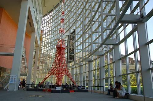 朝日裡的東京鐵塔