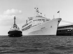 SS Canberra (Adelaide Archivist) Tags: po tug southaustralia portadelaide sscanberra passengership outerharbor