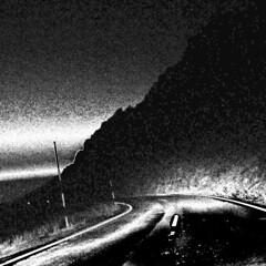 Perdindonos en la noche (bw) (juandesant) Tags: road bw turn carretera gimp granada sierranevada unsharpmask curva mountainroad turnleft dithering punteado curvaalaizquierda carreterademontaa curvecorrection ajustedecurvas