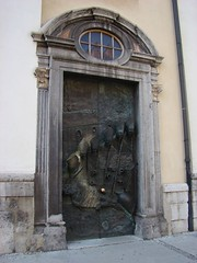 "Une ""jolie"" porte (JmZ Florent) Tags: voyage door travel canal arty capital slovenia ljubljana porte slovénie"