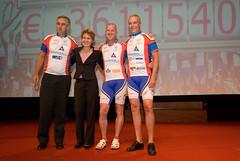 20081006-048 (Alpe d'HuZes) Tags: amsterdam cancer vu fietsen alpe amsterdan doel kwf goede kanker dhuzes alpedhuzes peterkapitein coenvanveenendaal geldoverdracht fredooms©