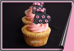 Hearts,bows and flowers cupcake (~Trs Chic Cupcakes by ShamsD~) Tags: pink flowers black by hearts fun cupcakes yummy nikon candy african south explore cupcake tres chic bows proudly sweettreats designercupcakes shamsd mousselinebuttercream shamimadesai eidorder madeinsouthafrica cupcakesinsouthafrica cupcakesfromsouthafrica cupcakesinpietermaritzburg weddingcupcakesinsouthafrica weddingcupcakesinpietermaritzburg