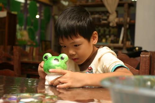 你拍攝的 三富花園農場:Ian帥哥畫可愛蛙。