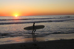 Surfer in the sunset (moelynphotos) Tags: sol beach scenery sunsets tranquility shore naturalbeauty scenicview sunsetatthebeach californiasunset romanticview californiasurfer spectacularsunsetsandsunrises moelynphotos