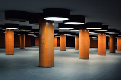 (deNNis-grafiX.com) Tags: orange berlin architecture underpass architektur messe icc untergrund jahre sulen 70er unterfhrung fussgngertunnel messedamm