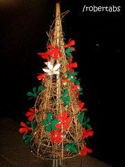 Feliz Natal! (Roberta .:vrias variveis:.) Tags: christmas pet natal navidad flor luzes reciclagem rvore garrafa pinheiro cip criatividade rvoredenatal luzinhas