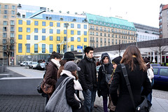 Berlin '09 (nuskaonline) Tags: berlin yellow amarillo guide guia yellowhouse yellowbuilding freetour