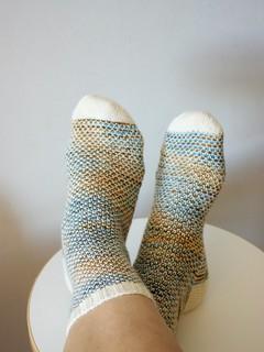 Broken Seed Stitch Socks pattern by Hanna Leväniemi