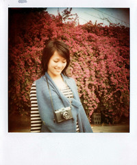 Run Run Run to Japan !!! (Twiggy Tu) Tags: flowers film polaroid taiwan 600 twiggy sx70sonar photobybrad lomopeoplelomolife ilovepeachcolor