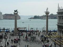 St Mark's Square / Piazza San Marco (it_outsider) Tags: venice italy primavera spring pigeons venezia piazzasanmarco stmarkssquare piccioni canalgrande pentaxoptiom50