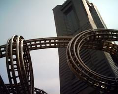 【写真】VQ1005で撮影したランドマークタワーとモクモク ワクワク ヨコハマ ヨーヨー