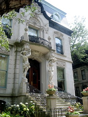 Francis J. Dewes Mansion (1896) (chicagogeek) Tags: city chicago wrightwood architecture illinois classical eclectic caryatids lincolnpark rococo neobaroque ecoledesbeauxarts 1896 grandiose nationalregisterofhistoricplaces nrhp chicagolandmark germaninspired 19thcenturyhouse adolphcudell 503westwrightwood arthurhercz dewesmansion figurecolumns 73000694