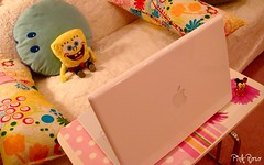 Macbook (pinkyia) Tags: pink white apple yellow mouse room bob pinky pillow couch spongebob minnie sponge polkadot labtop macbook aplusphoto excapture goldstaraward pinkyia pinkroro