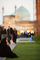 Dusk - Esfahan (damonlynch) Tags: persian women iran muslim islam religion hijab iranian esfahan isfahan shiite chador chadar emamsquare shahemammosque