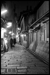 Ghosts of Gion (Eric Flexyourhead (YVR catch-up mode!)) Tags: street old people bw blur japan night buildings japanese lights blackwhite movement kyoto traditional   gion kansai narrow zd olympuse500 1445mm abigfave anawesomeshot