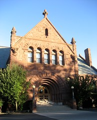 Lake Forest College (chicagogeek) Tags: road architecture illinois 19thcentury style sheridan lakeforest revival 1892 recessed richardsonianromanesque arched redsandstone lakeforestcollege henryivescobb deerpath americanromanesque durandartinstitute artinstituteclub