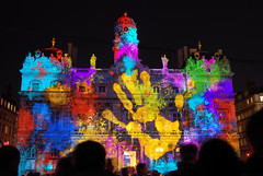 Who the hell put the hand there!? (SLpixeLS) Tags: light france colors nightshot lyon couleurs 2008 nuit damncool ftedeslumires placedesterreaux