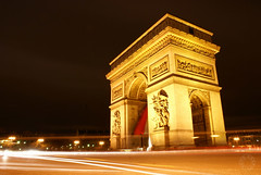 Arc de Triomphe at night (Martijn Kapper) Tags: street longexposure paris france cars monument architecture night de lights arch nightshot traffic sony champs arc triomphe alpha avenue martijn a100 lyses kapper