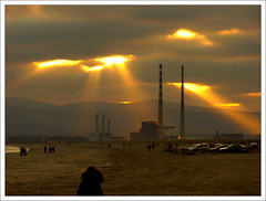 Dublin Apocalypse (Janek Kloss) Tags: christmas ireland sunset dublin st island bay photo day fotograf photos north bull irland eire fotka boxing fotografia stephens zdjecia irlanda poolbeg ierland j23  zdjecie fotki irlandia   hwdp  lirlande anawesomeshot fotosy    moli516