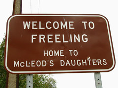 """Welcome To Freeling - Home Of McLeod's Daughters"", Sturt Highway, Freeling (baytram366) Tags: signs television hotel farm country truckstop hairdresser channel9 southaustralia kingsford freeling gawler filminglocations mcleodsdaughters droversrun gungellan"