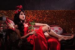 [フリー画像] 人物, 女性, アジア女性, 薔薇・バラ, ドレス, 人と花, 201106282100