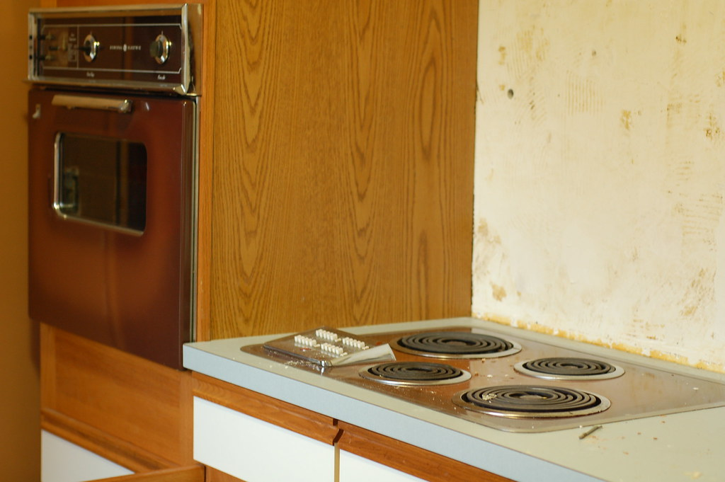 Goodbye ugly 1962 (not kidding) brown oven and cooktop