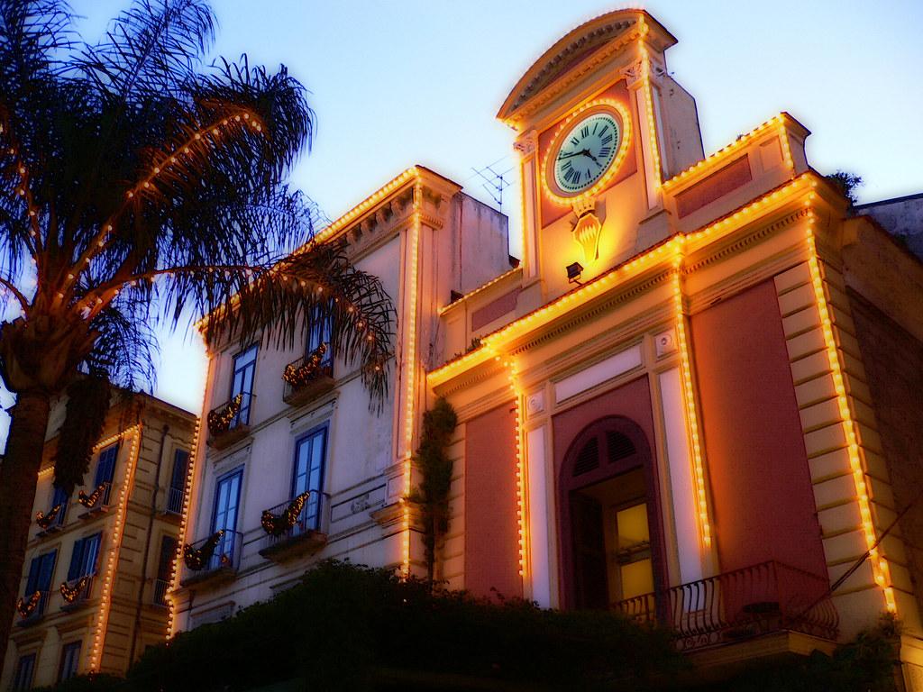 Часовая башня, площадь Тассо, в Сорренто (Кампания)