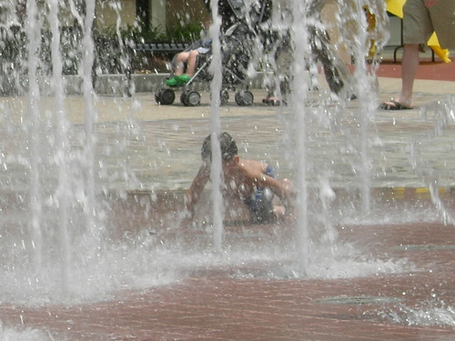 Kids playing in the fountain - looks like fun...