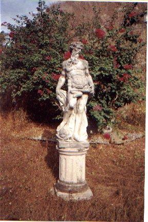 Partenon de Durazo: esculturas estilo clasico