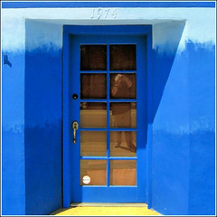 1974 (Dominique Guillochon) Tags: california door blue usa distortion selfportrait reflection beach colors yellow jaune colorful unitedstates sandiego bluesky beachlife pb bleu doorway papa pacificbeach satisfaction californiacoast singintheblues garnetavenue papalepew