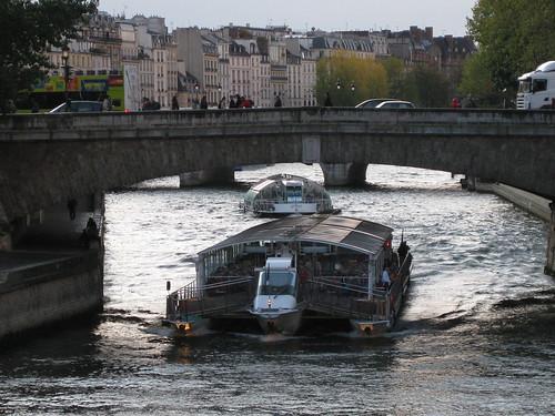 Les bateaux mouches de Paris ...