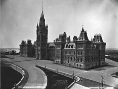 House of Parliament, Ottawa, ON, about 1878 (Muse McCord Museum) Tags: road ontario canada tower ottawa victorian parliamenthill rideau peacetower gothicrevival federalgovernment mccordmuseum nationalcapitol thomasfuller musemccord victorianhighgothic chilionjones