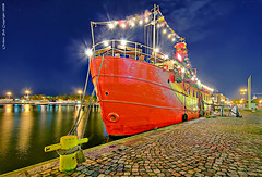 The red caf (Rob Orthen) Tags: night suomi finland evening boat helsinki nikon europe cityscape harbour rob tokina explore bluehour helsingfors scandinavia dri hdr d300 photomatix 1116 orthen roborthenphotography tokina1116 tokina1116mm28