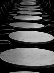 (Maximilian Buddenbohm) Tags: bw germany deutschland chairs hamburg tables tische stuehle