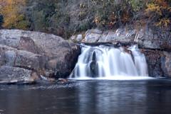 Upper Linville Falls - the right side (cjclicks) Tags: color nature landscape nikon d100 blueridgeparkway linvillefalls tamron2875mmf28xrdi cjclicks manfrotto3021bptripod