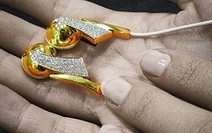 Diamond-encrusted earphones by momentimedia
