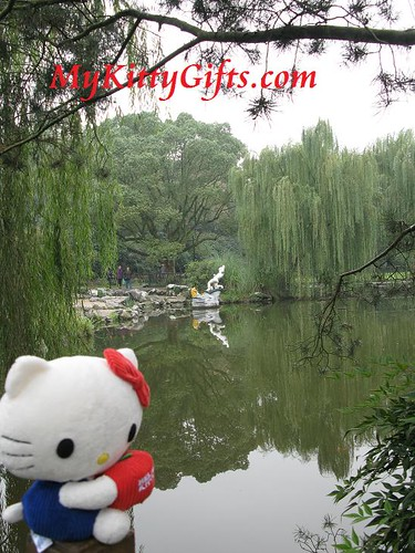 Hello Kitty's View of White Statue in Lake of Peony Garden, HangZhou